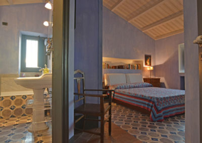 Luxury villa in Sicily bedroom and bathroom